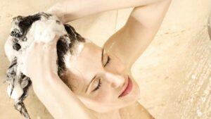 Evita los químicos del shampoo