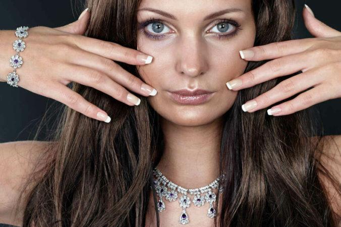 Secretos de las unas uñas largas y fuertes