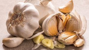 Cómo utilizar el ajo como remedio casero