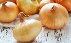 ¿Es malo comer cebolla cruda?